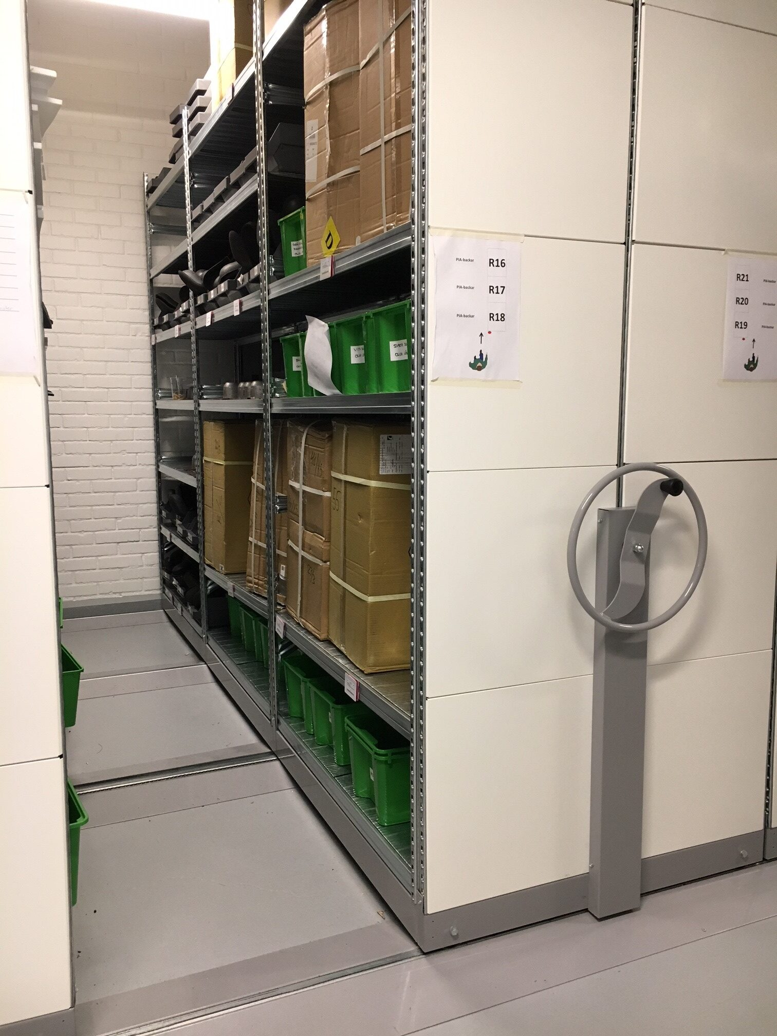 Kompakthylla i industrimiljö